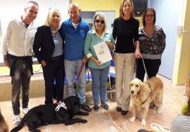 Una bella foto di gruppo con Italo, Freddy, e tutti i relatori dell'incontro con le scuole