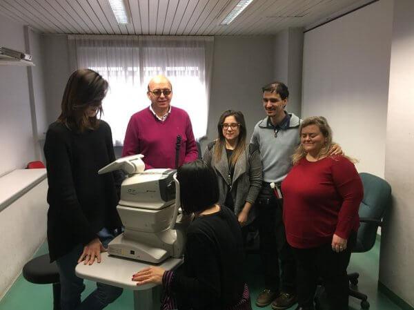 Sauro Cesaretti e altri volontari dell'Uici di Ancona durante i controlli della vista per la giornata del glaucoma