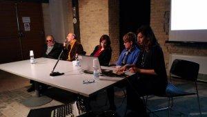 Il tavolo dei relatori con il presidente del Museo Omero, Aldo Grassini, il vice presidente Uici Marche, Armando Giampieri, la psicologa Maria Luisi Gargiulo, la presidente Uici Marche, Alina Pulcini, e la psicologa Emanuela Storani