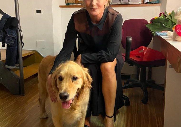 Il bellissimo Italo con l'attrice Lucia Mascino